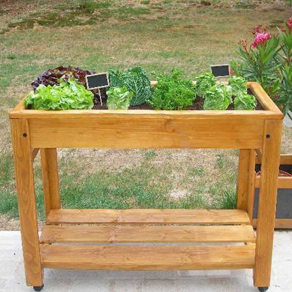 table potager sur lev e en bois. Black Bedroom Furniture Sets. Home Design Ideas